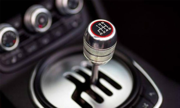 BIGGEST mistakes people make while driving a manual gearbox-equipped car