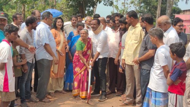 ಉಳ್ಳಾಲ: ಒಂಬತ್ತುಕೆರೆ ರಸ್ತೆ ಕಾಂಕ್ರೀಟ್ ಕಾಮಗಾರಿಗೆ ಶಾಸಕರಿಂದ ಗುದ್ದಲಿಪೂಜೆ